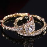 Huitan-Factory-Wholesale-Luxury-2PC-Bridal-Ring-Sets-Super-Luxury-Golden-Color-Micro-Paved-Solitaire-Engagement